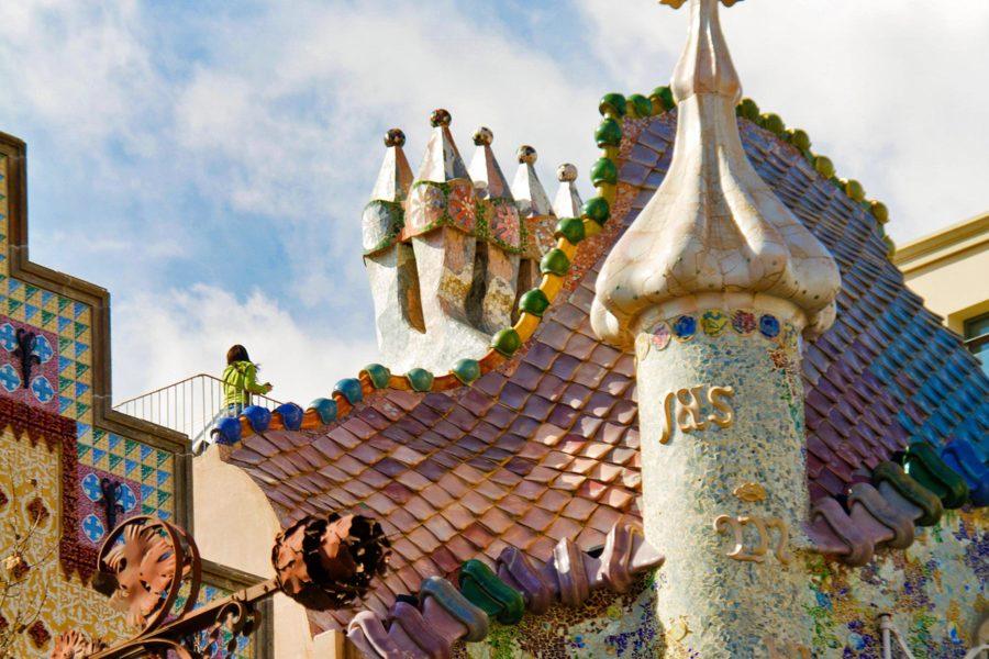 Gaudin Casa Batllon katto muistuttaa valtavaa lohikäärmettä. © tripsteri.fi / Tuulia Kolehmainen