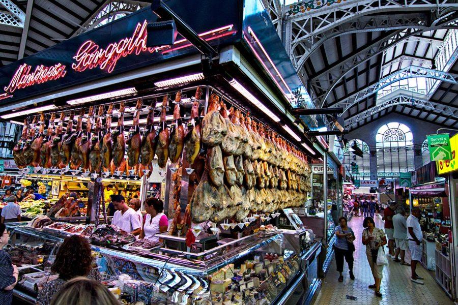 Kauppahalli Valenciassa. Kuva: Boris Kasimov, flickr.com, CC BY 2.0