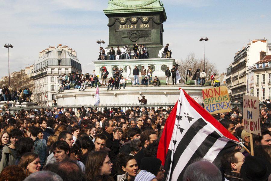 Kapinamielisyys on leimannut pariisilaisia kautta aikain. Mielenosoitus työlakiuudistusta vastaan vuonna 2006 © tripsteri.fi /  Anuliina Savolainen