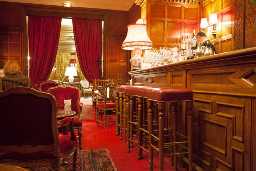 "Hôtel Raphaëlin ""englantilainen baari"". © tripsteri.fi / Anuliina Savolainen"