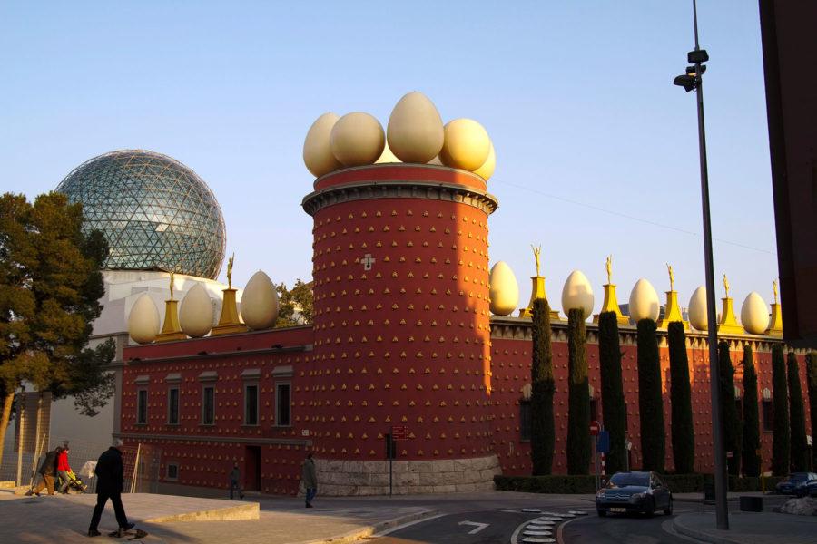 Dalin surrealistinen teatterimuseo Figueresissa. © tripsteri.fi / Tuulia Kolehmainen