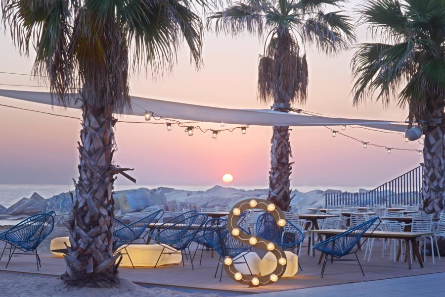 Salt Beach Club aamunkoitteessa. © W Barcelona