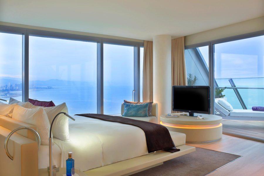 WOW sviitin makuuhuoneesta on suora näkymä Välimerelle © W Barcelona