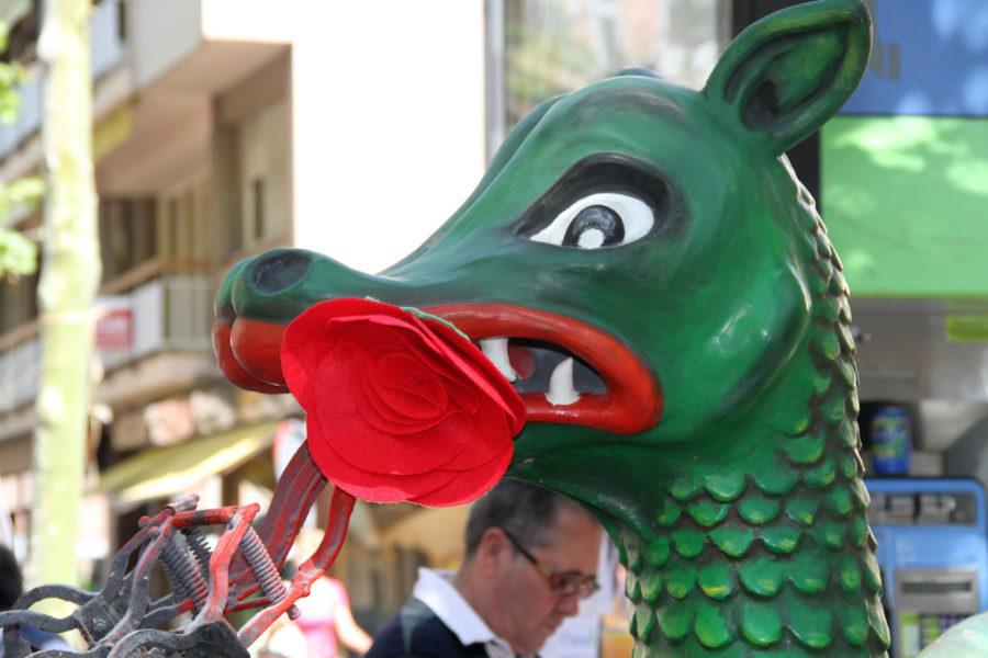 Lohikäärme ja ruusu. Kuva: Ajuntament de Vilanova i la Geltrú, flickr.com, CC BY-ND 2.0
