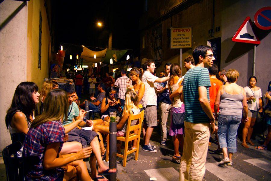 Bileet jatkuvat myöhään Gràciassa. © tripsteri.fi / Tuulia Kolehmainen