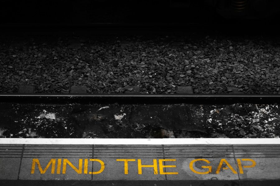 Mind the Gap. Kuva: www.CGPGrey.com, CC BY 2.0