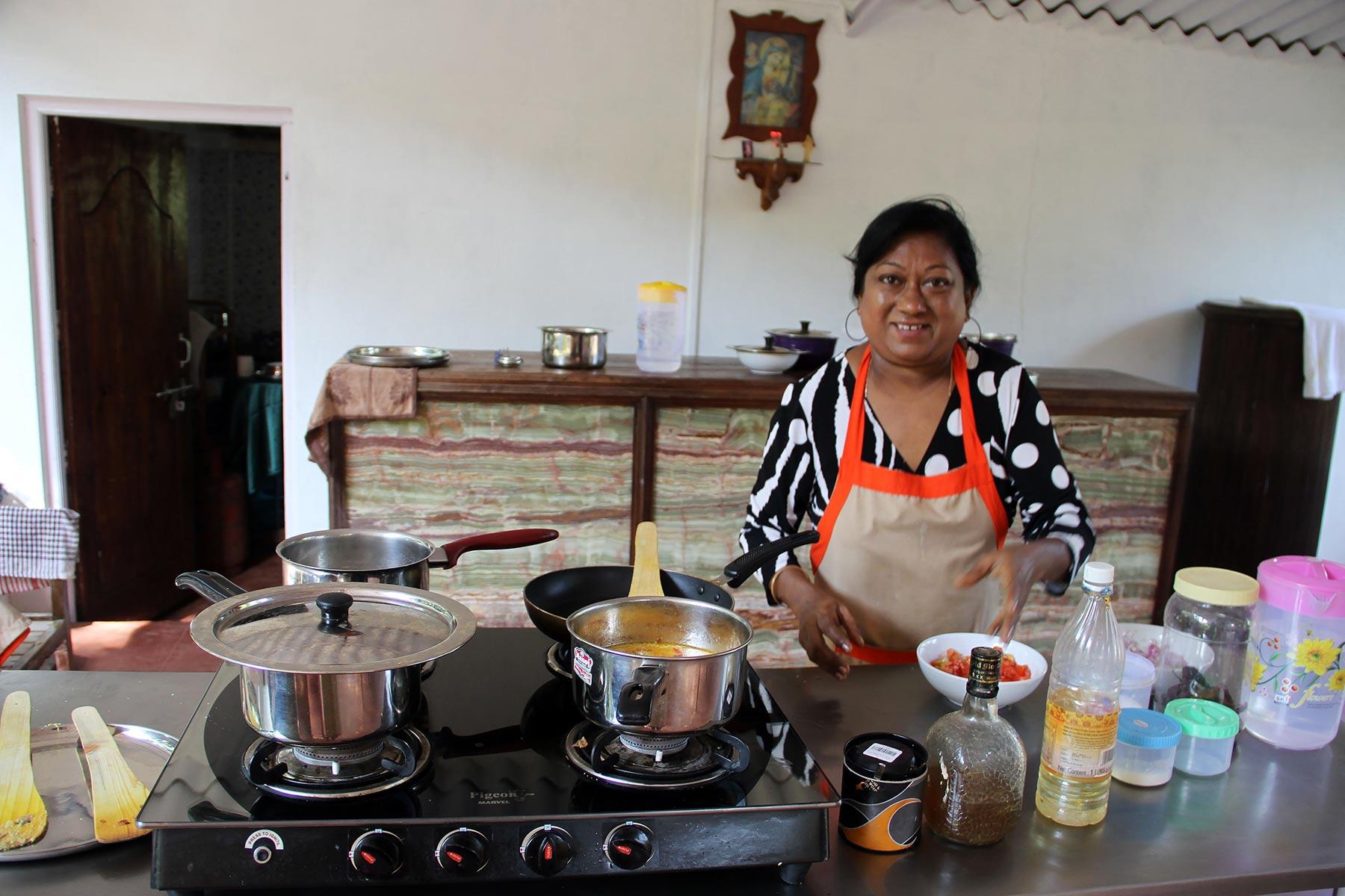 Goalla voi lomalla opetella kokkamaan herkullista intialaista ruokaa. @ Pia Heikkilä
