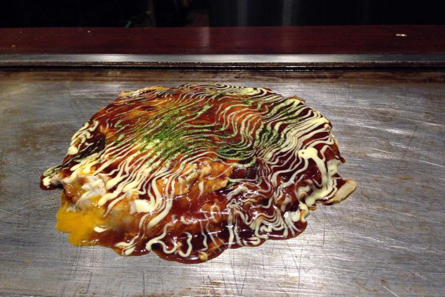 Okonomiyaki muistuttaa pannukakkua. Kuva: ©Siru Valleala