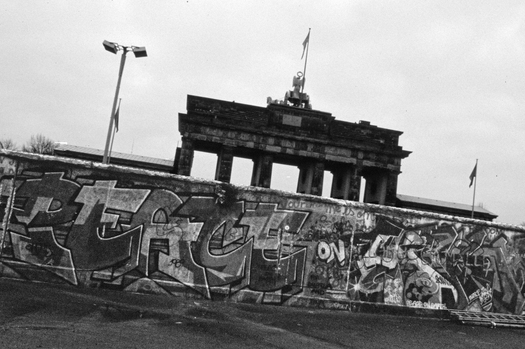 Berliinin Historiallisia Nahtavyyksia Ddr Ja Berliinin Muuri