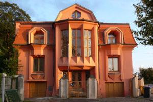 Kubistinen talo osoitteessa Rasínovo nábrezí 6.