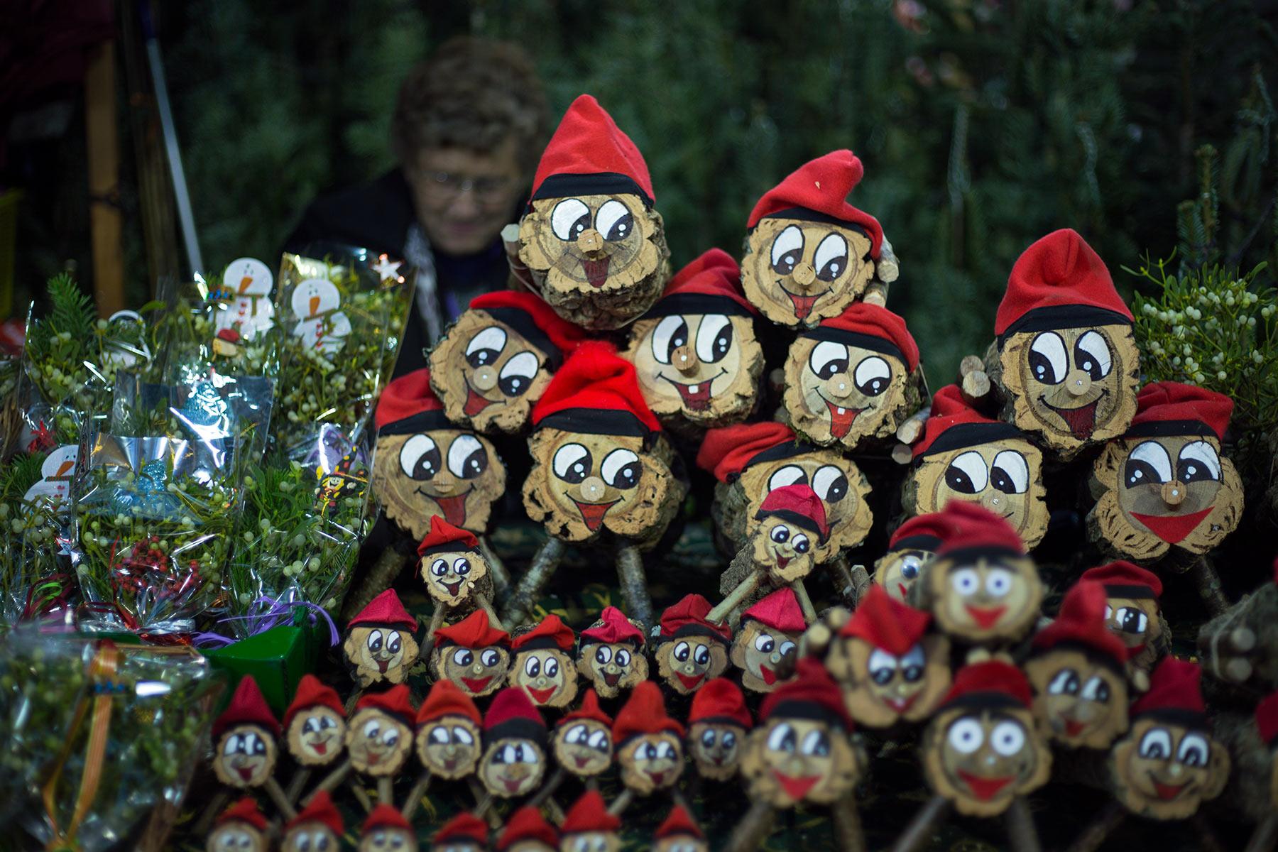 Iloisia kakkahalkoja Santa Llúcian joulumarkkinoilla. © tripsteri.fi / Tuulia Kolehmainen