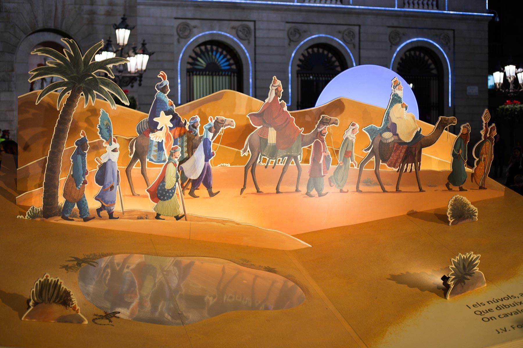 Tänä vuonna Plaça Sant Jaumen joulukuvaelma oli tehty pahvista. © tripsteri.fi / Tuulia Kolehmainen