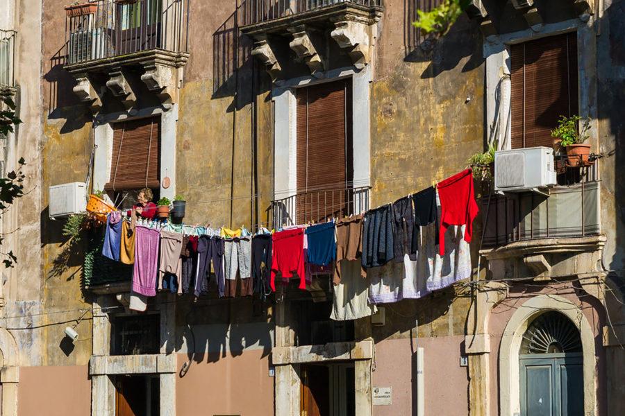 Catanialainen asuintalo © Alessandro Grussu Flickr CC