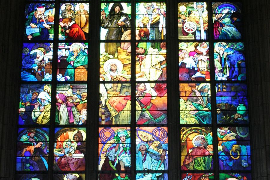 Muchan tekemä lasimaalaus Vituksen katedraalissa. Kuva: Tony Hisgett, Flickr CC
