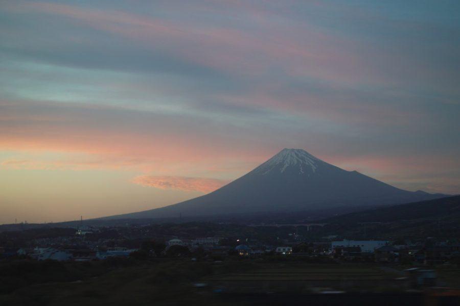 Fuji kuvattuna Shinkansenista. Kuva: Jun Seita, flickr.com, CC BY-SA 2.0.