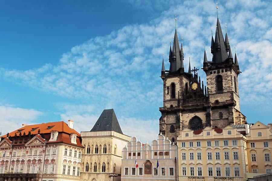 Tynin Mariankirkko on Prahan goottilaisia katseenvangitsijoita.