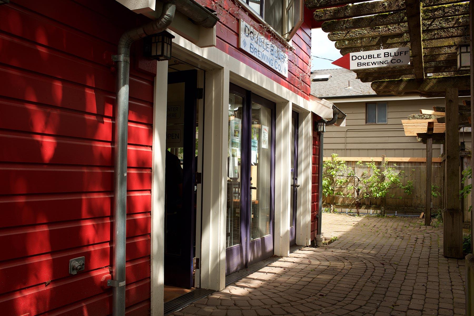 Double Bluff Brewing Company on Langleyn toistaiseksi ainoa panimo. Perustaja Daniel Thomis harjoitteli oluenvalmistusta kotona 20 vuotta. (c) Alex Kampion/tripsteri.fi