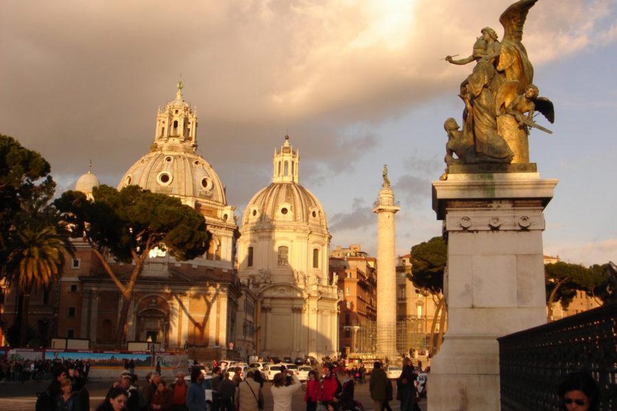 Santa Maria di Loreto ja SS Nome di Maria -kirkot sekä Trajanuksen pylväs © bruskme Flickr CC