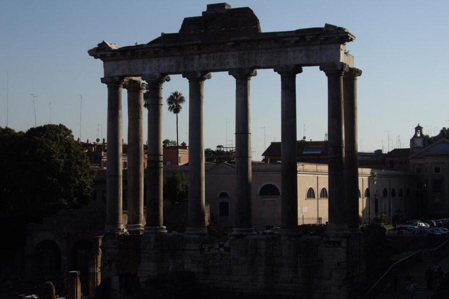 Saturnuksen temppelin rauniot Forum Romanumilla © Javier de la Rosa Flickr CC