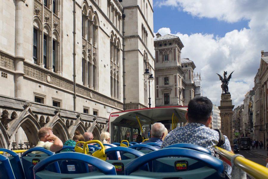 Matkalla Lontoon Cityyn avokattoisella bussilla © Milla Kontkanen