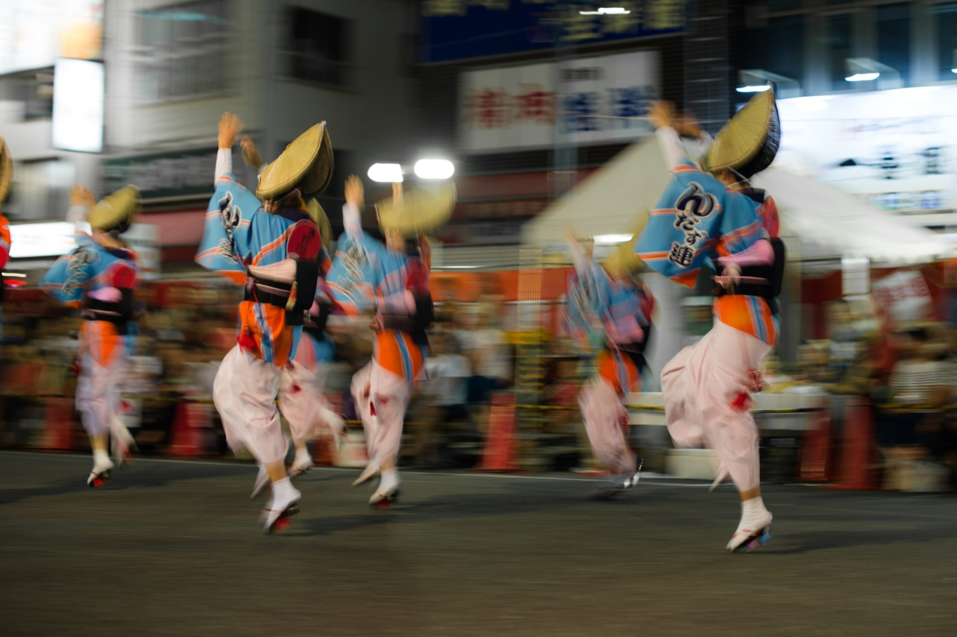 Koenjin Awa-odori-juhlan tanssijoita. Kuva: Takashi Hososhima, flickr.com, CC BY-SA 2.0.