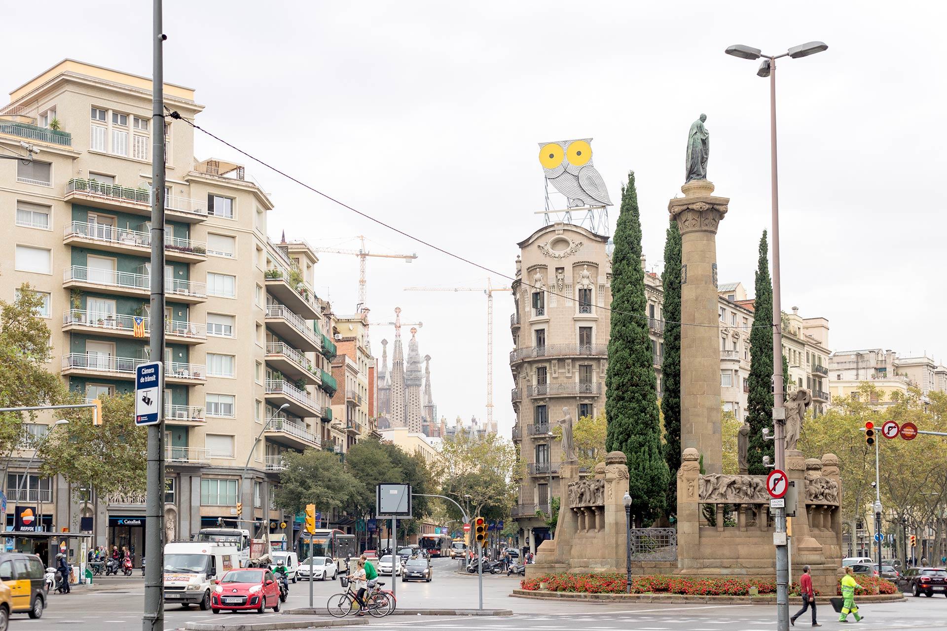 Barcelonan pöllö ja Sagrada Familia.