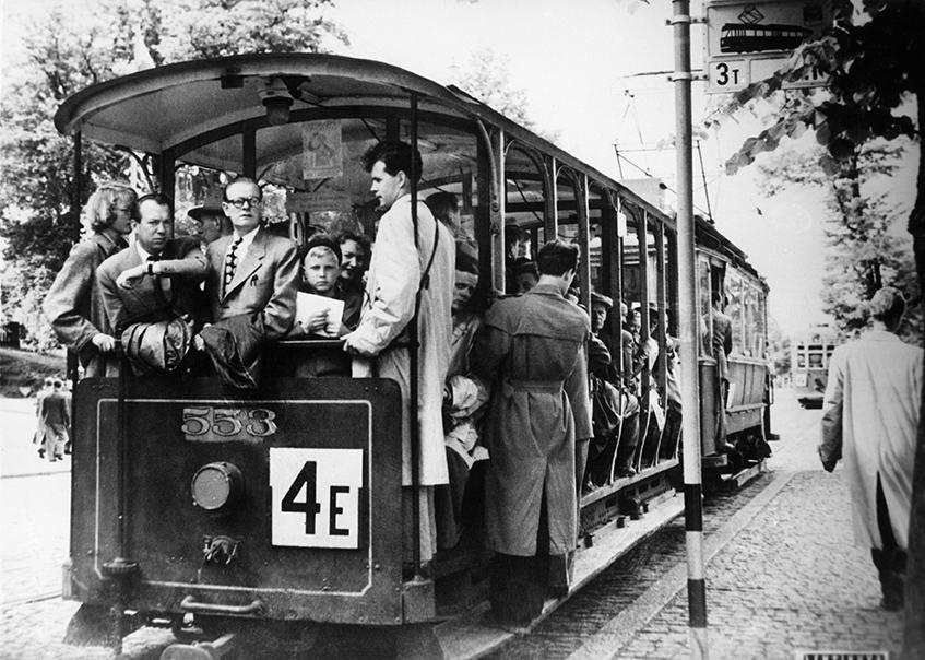1950-luvun ratikkatunnelmaa. Kuva: Helsingin kaupunginmuseo.