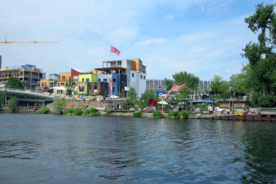 Holzmarkt -alue Spree-joen rannassa. Kuva: Erica Löfman