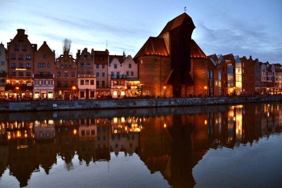Gdańskin symboli eli Hansa-aikojen nostokurki Motława-joen rannalla © Konrad Sopyllo