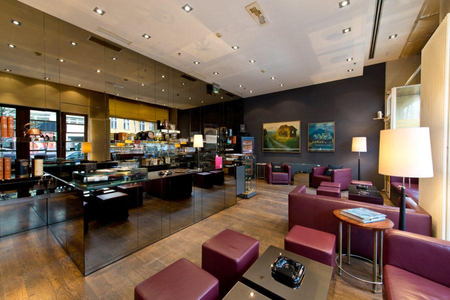 Ellington Hotelin tupakka-lounge. © Andreas Rehkopp
