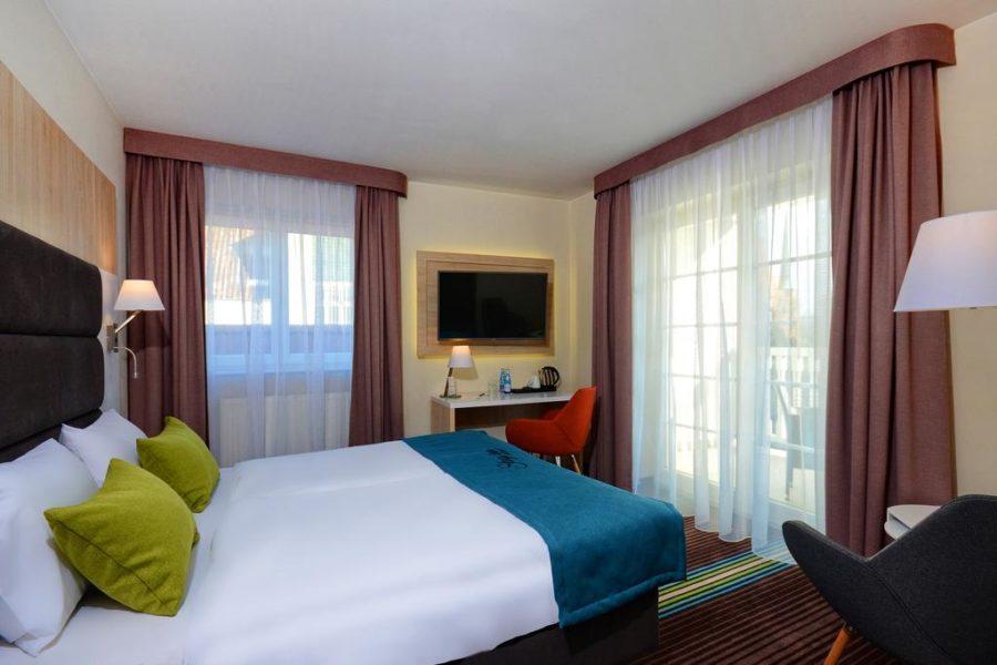 Terassilla varustettu huone ©Stay Inn