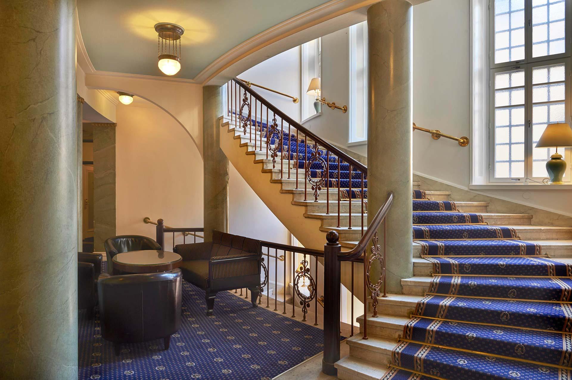 Hotelli Seurahuone stairs