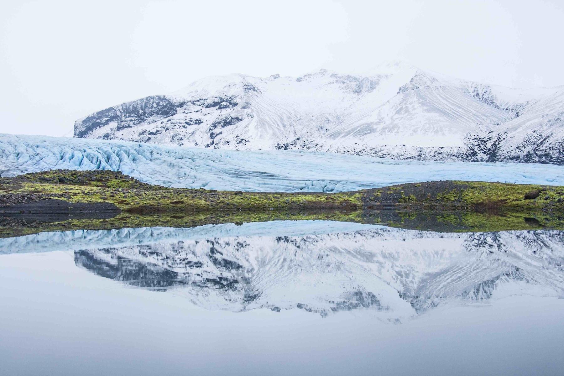Vatnajökullin jäätikön voi kirkkaalla säällä nähdä autonikkunasta, kun ajelee ykköstietä Islannin etelä- ja kaakkoisrannikolla. Poikkea Skaftafellin luonnonpuistoon jäätikkövaellukselle. Kuva: Björgvin Hilmarsson.