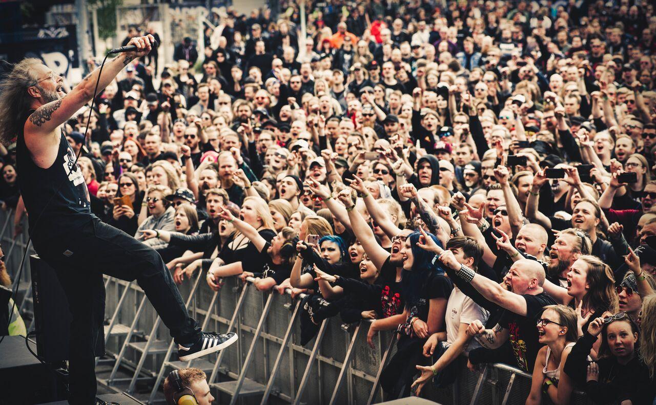 Mokoma ja yleisö. Kuva: Jesse Kämäräinen.