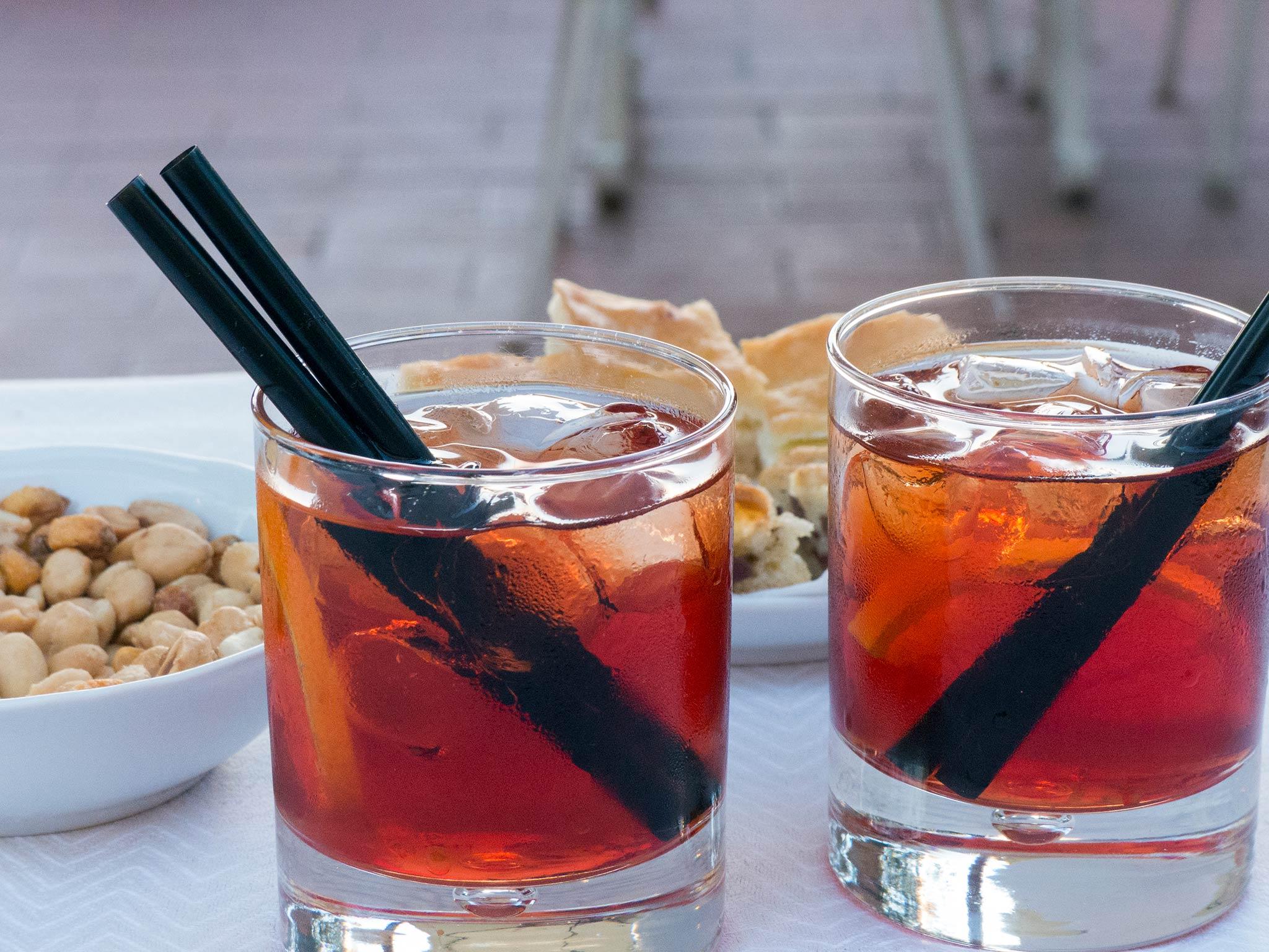 Negroni on suosittu aperitiivi ja bile-drinkki
