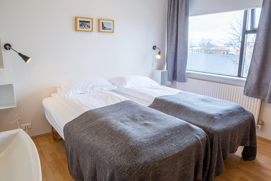 Sunna-majatalo Reykjavikin keskustassa tarjoaa erikokoisia ja -tasoisia huoneita. Kuva: Sunna Guesthouse