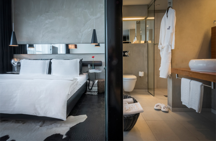 Arnarhvoll on mukava ja rauhallinen hotelli. Ainakin osasta huoneita on merinäkymät. Kuva: Center Hotels.