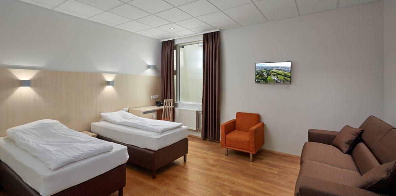 Hotel Kletturin kuvan perhehuone on tavallista kahden hengen huonetta tilavampi. Kuva: Hotel Klettur.