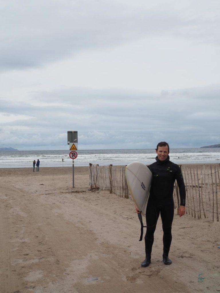 Surffaaja Inch Beachilla. Kuva: Moona Laakso