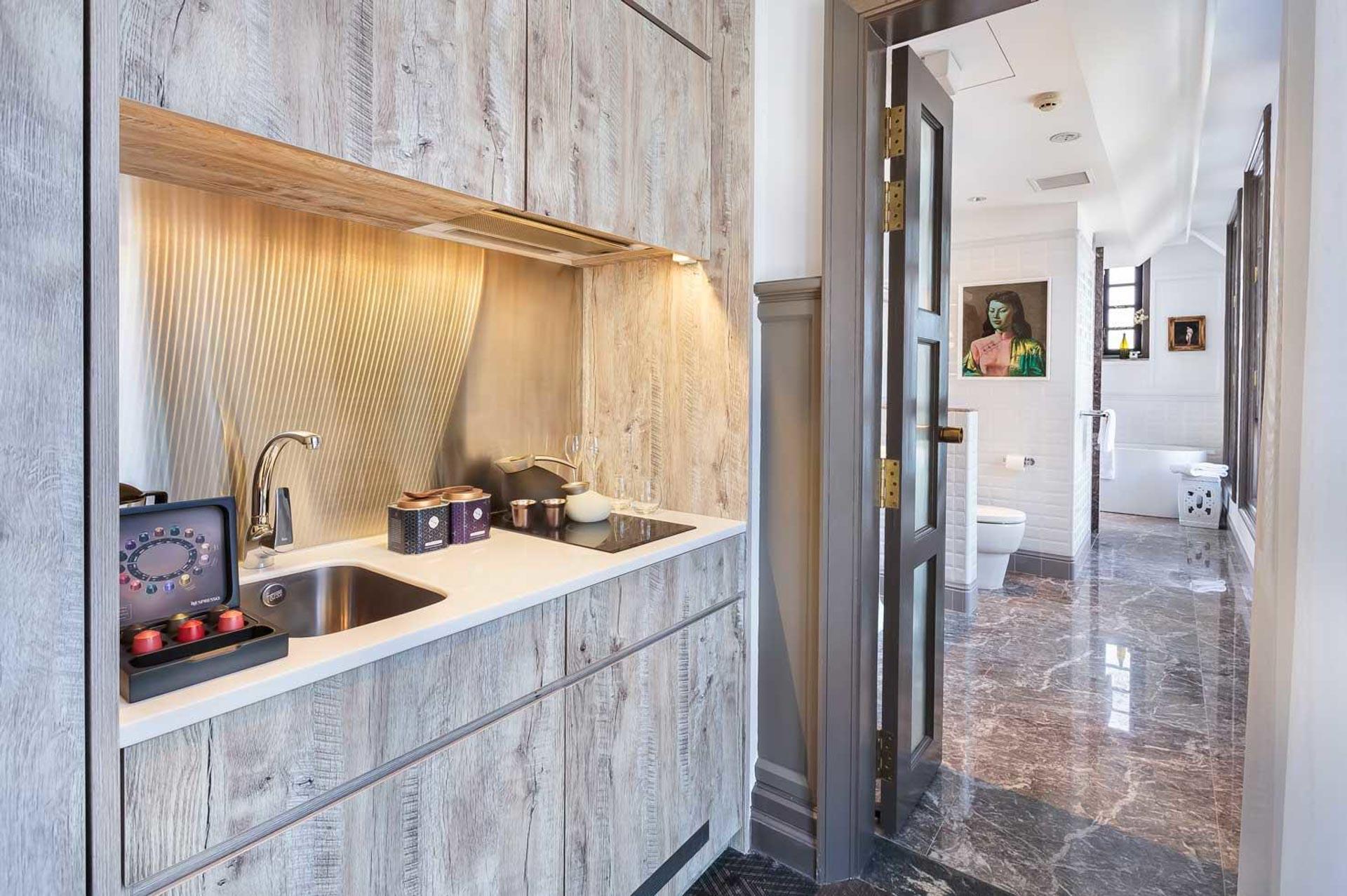 Osassa Ann Siang Housen huoneista on pieni keittiö. Kuva: Ann Siang House
