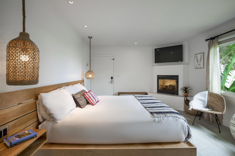 sisustuksessa käytetään värikkäitä tekstiilejä ja luonnonmateriaaleja. Kuva: Blue Sands Inn