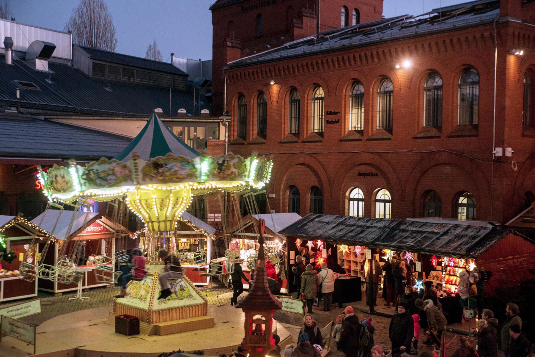 Kulturbrauerei-sisäpihalla pidettävät Lucia-joulumarkkinat.
