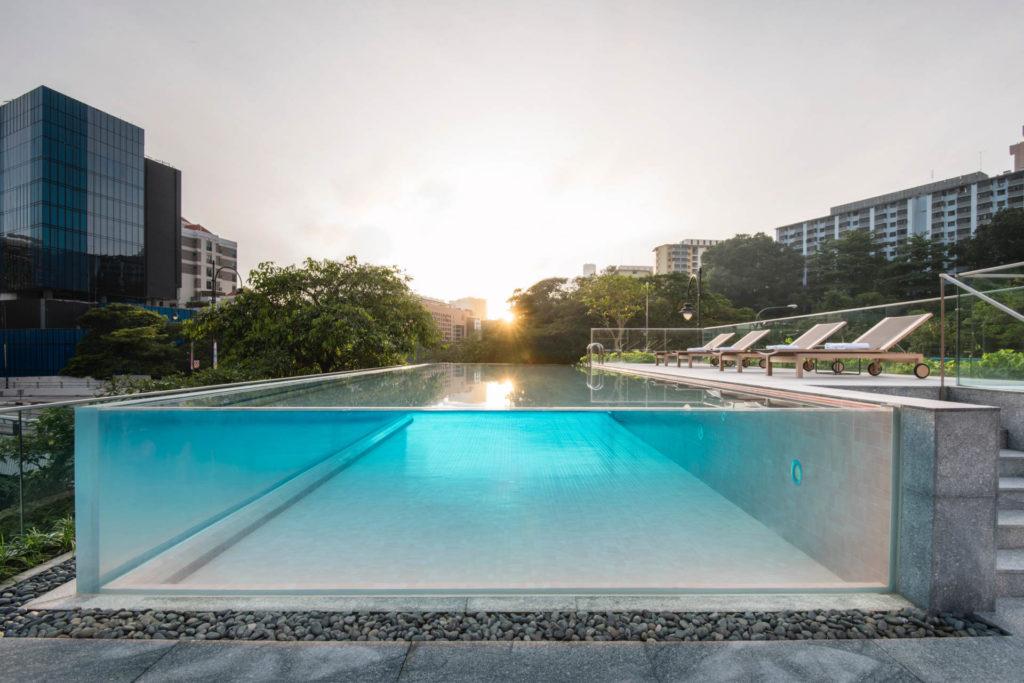 The Warehouse Hotellin uima-altaalta on näkymät Singaporejoelle. Kuva: The Warehouse Hotel