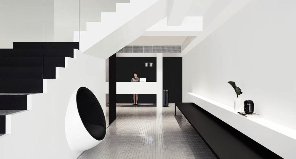 Hotel Monon tyyli on minimalistinen. Kuva Hotel Mono