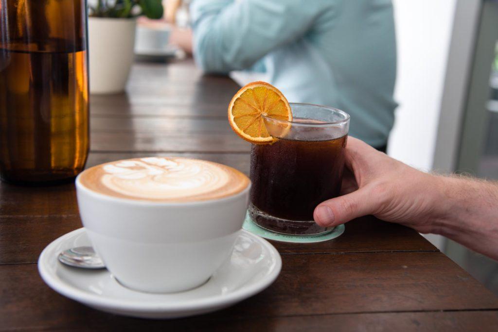 Cold Brew ja Latte 40 Hands kahvilassa. Kuva: Soile Vauhkonen