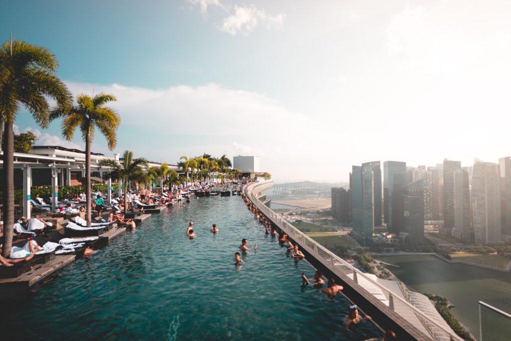 Marina Bay Sandsin uima-altaalta on kaupungin upeimmat näköalat. Kuva: Will Truettner Unsplash.
