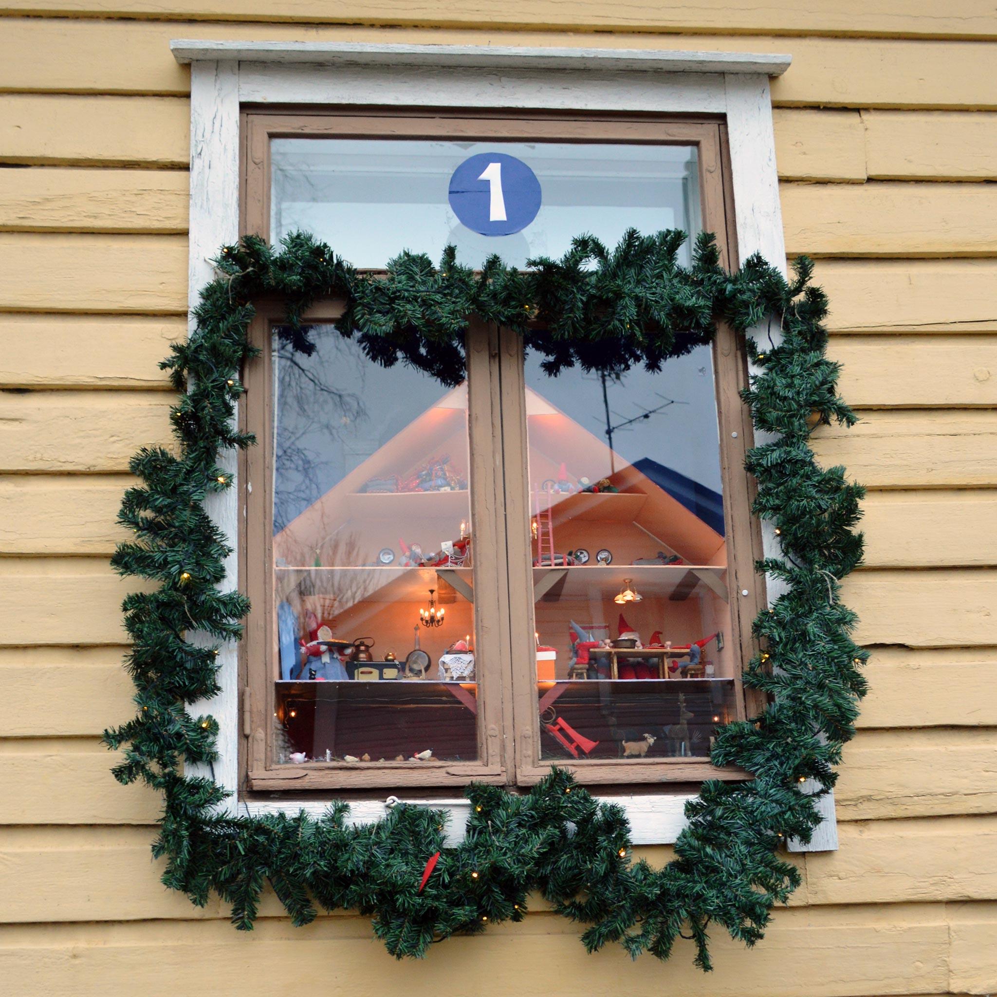 Joulukalenteri-ikkuna © Elisa Helenius